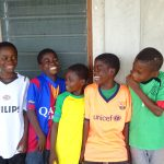 Enkele leerlingen uit Boxtel doneerden hun voetbalshirtjes. Daar waren de jongens erg blij mee!